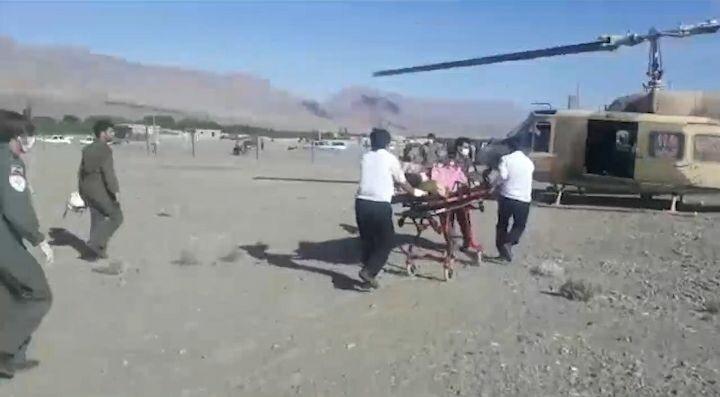اورژانس هوایی مصدوم را از گلباف به کرمان آورد