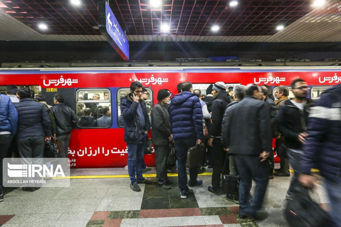 خبرنگاران ابراز نگرانی رییس شورای تهران از تراکم مسافران در حمل و نقل عمومی