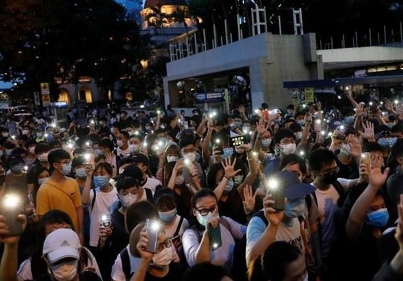 واکنش پلیس به حضور صدها معترض در هنگ کنگ