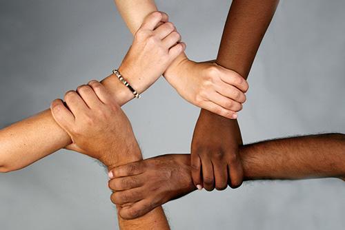 چرا همه ما تا حدی نژادپرست هستیم؟