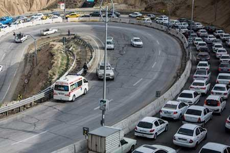 انسداد 16 جاده به دلیل کاهش ایمنی و شرایط جوی ، تردد پرحجم خودرو در محور تهران-فشم