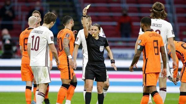 برای اولین بار، سوت یک داور زن در مقدماتی جام جهانی فوتبال