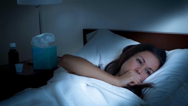 درمان سرفه شبانه با 10 راه چاره ساده