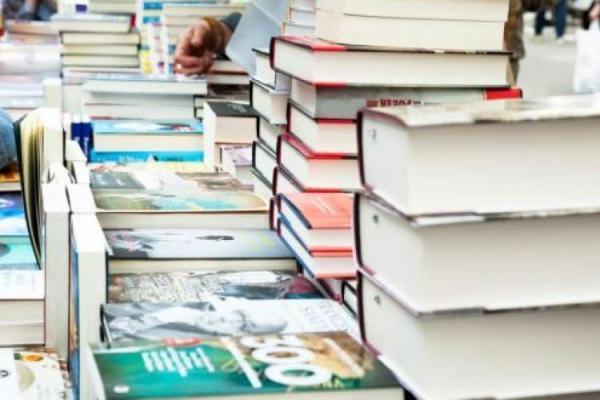 پیشنهاد برای فروش کتاب در پیاده روها، خسارت شدید کتابفروشان ایرلندی در دوران قرنطینه